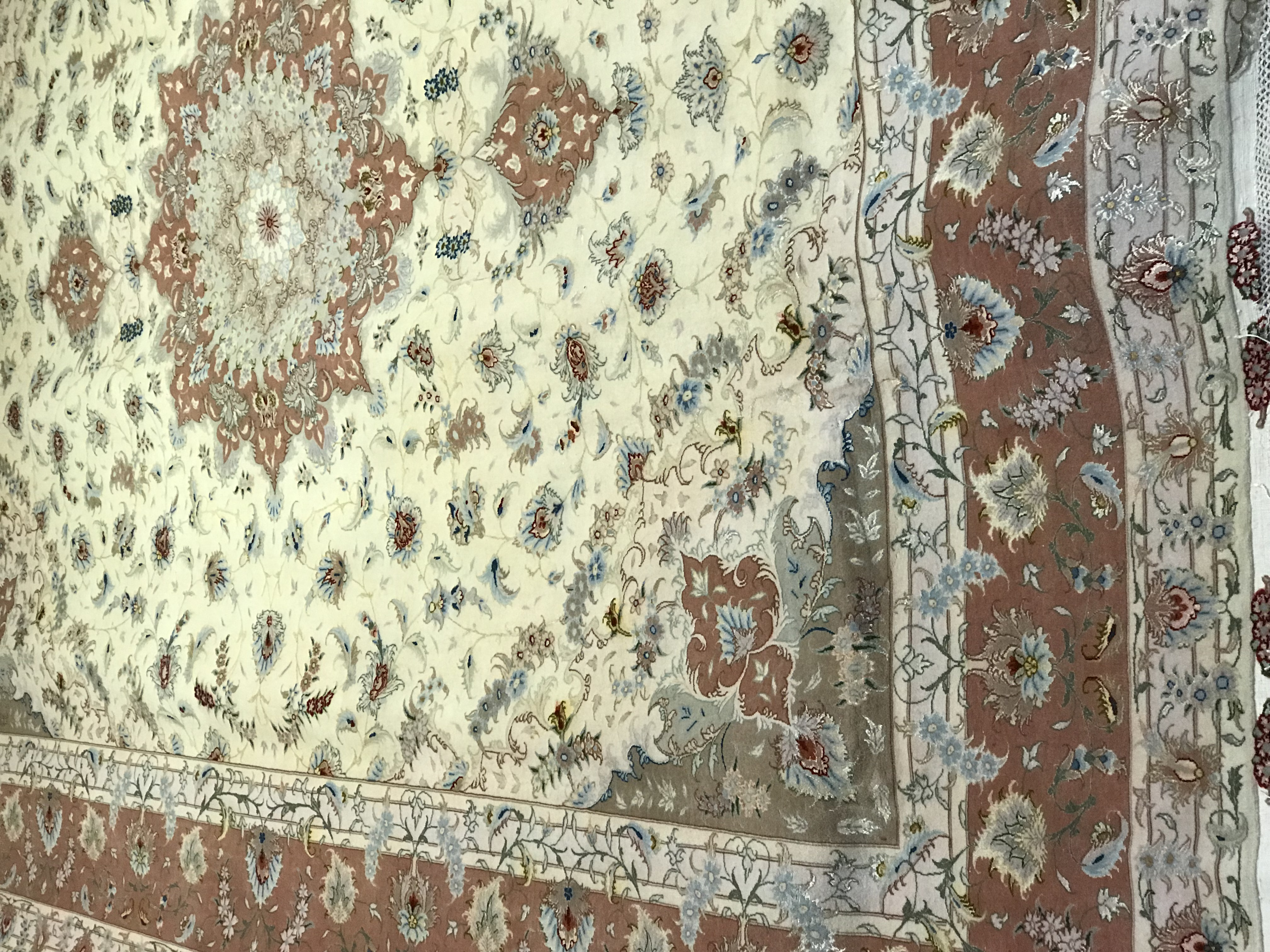 فرش رج ۵۰ چله و گل ابريشم تبريز ۱۲ متر